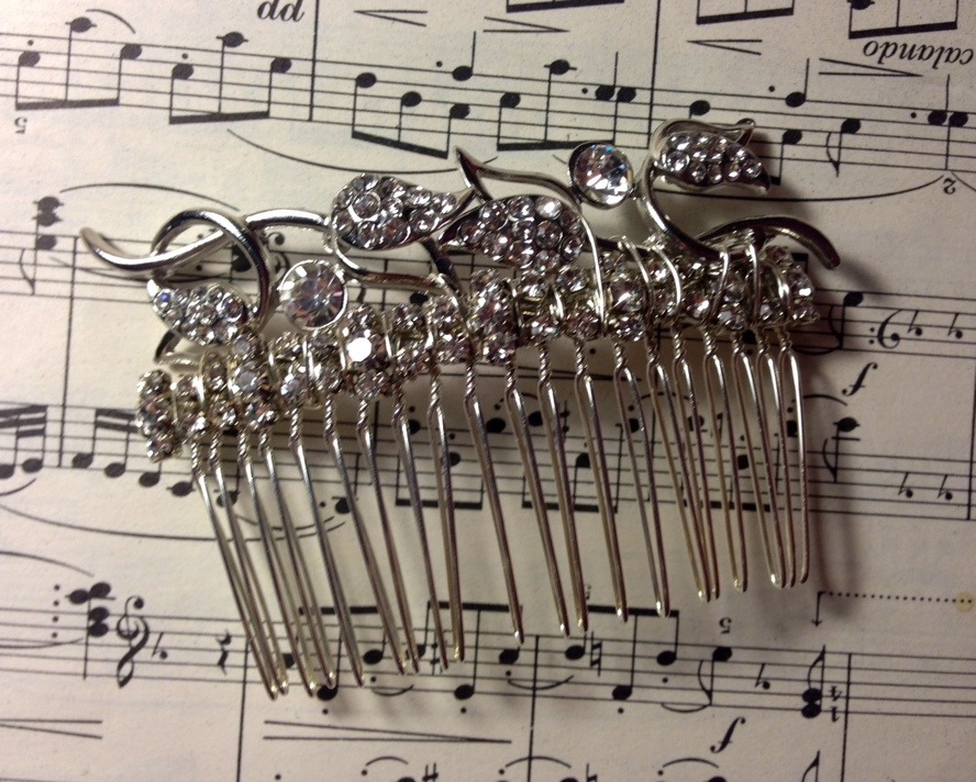 Hair combs fit for any classy bride